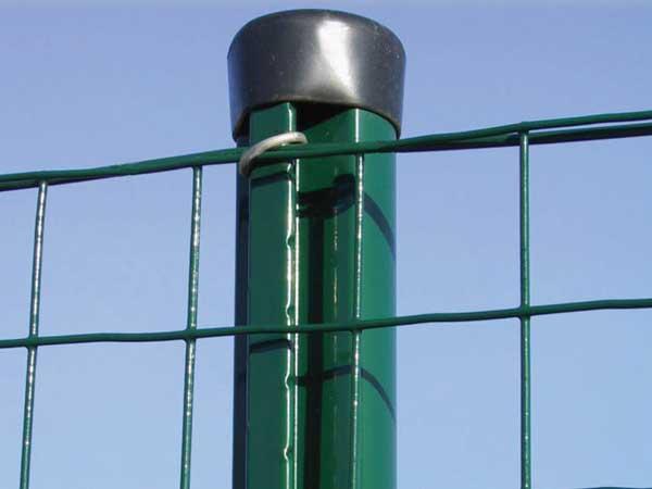 Stebri in opore za ograjo
